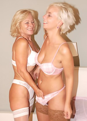 Lesbian Bra Porn Pictures